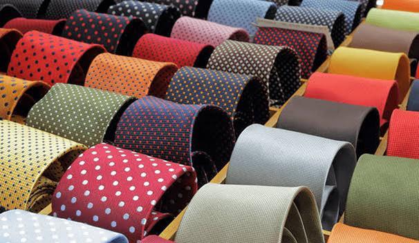 As gravatas estão indo para a gavetas!